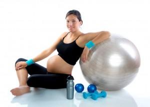mujer-embarazada-haciendo-ejercicios